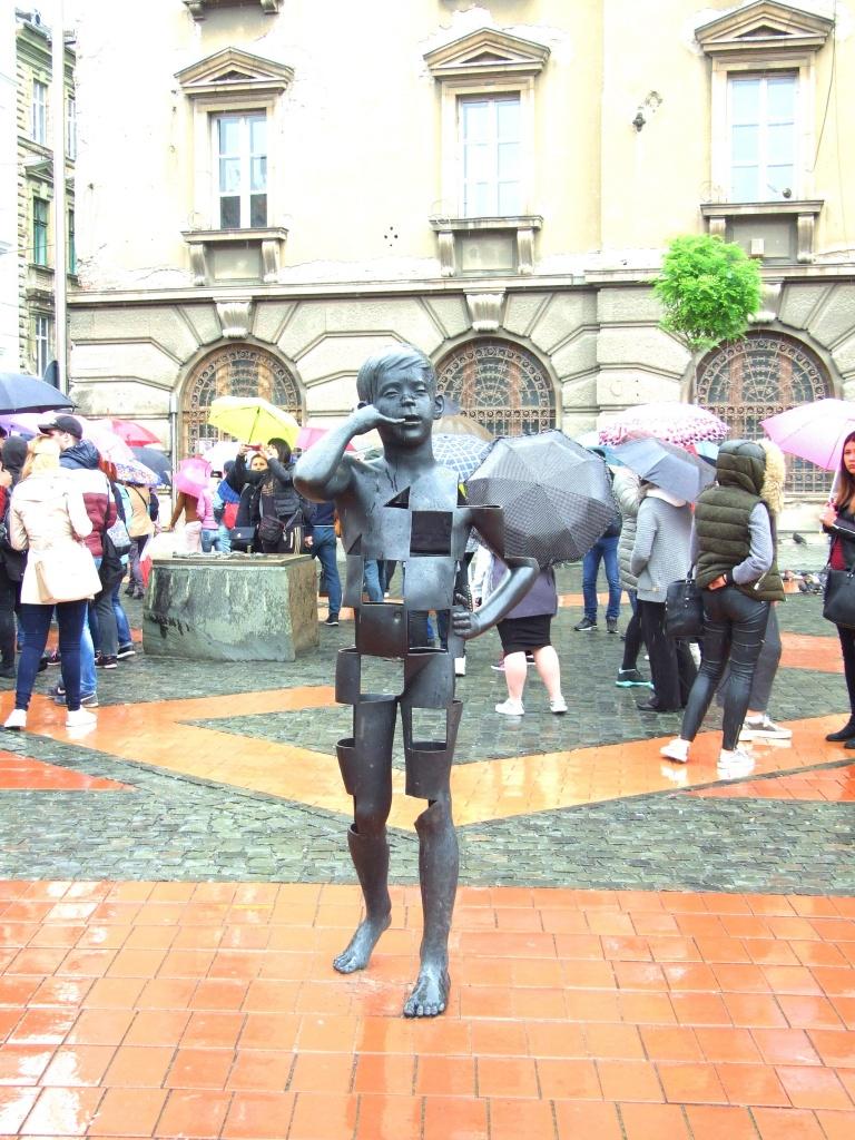 Statua dečaka na Trgu slobode