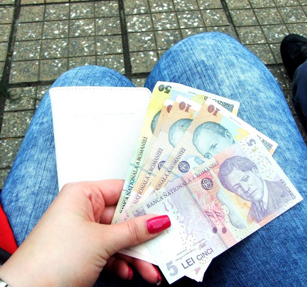 1 euro = 4,5 leja