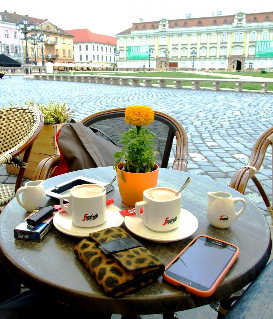 Popodnevna kafa u jednom od kafića na Trgu © According to Kristina