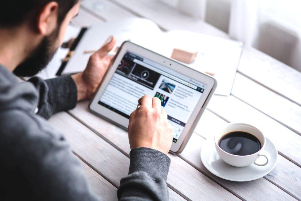 Prednost online učenja je što niste ograničeni na 1 uređaj