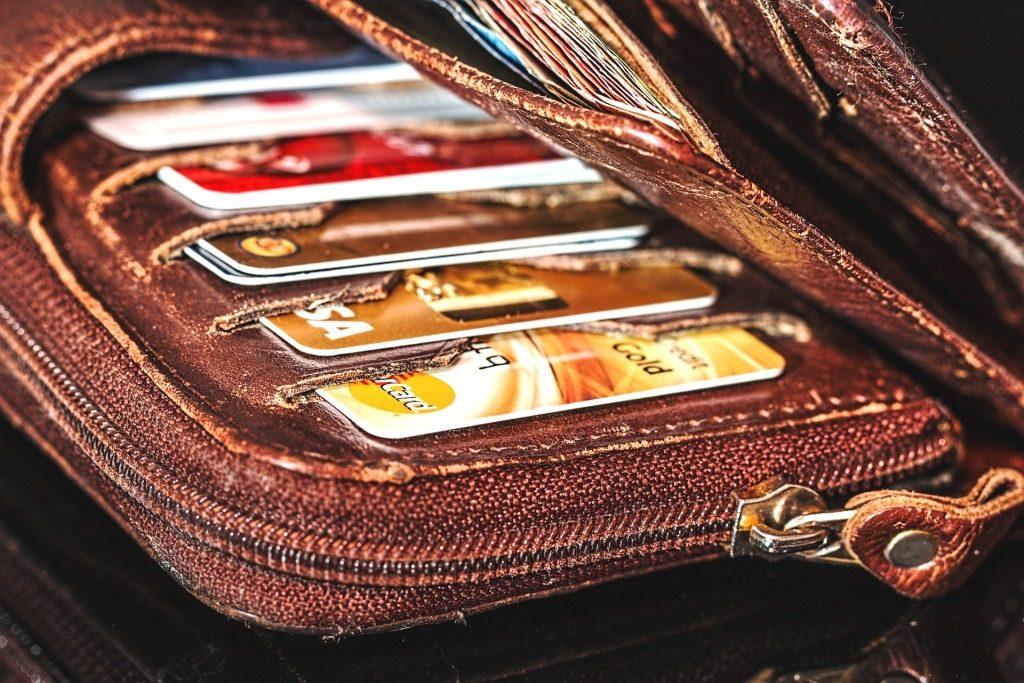 I debitna i kreditna - da li koristite obe kartice?