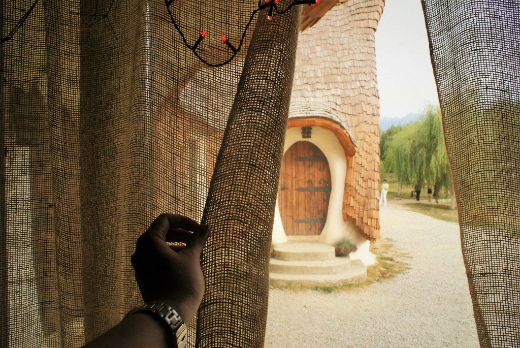 Pogled iz jedne od koliba © According to Kristina