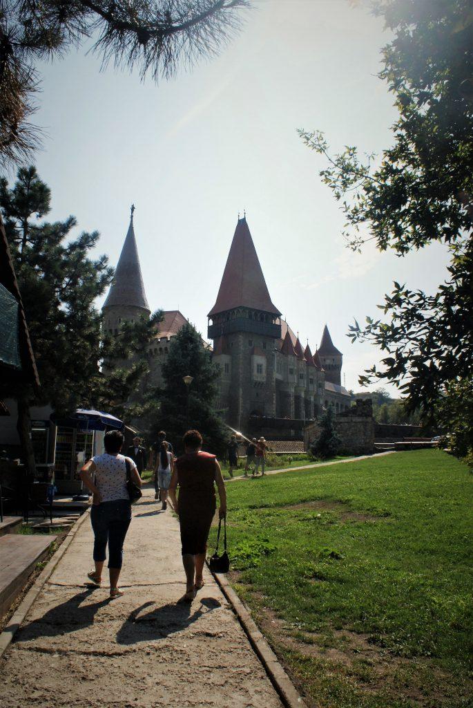 Pogled na Korvinski zamak u Rumuniji © According to Kristina