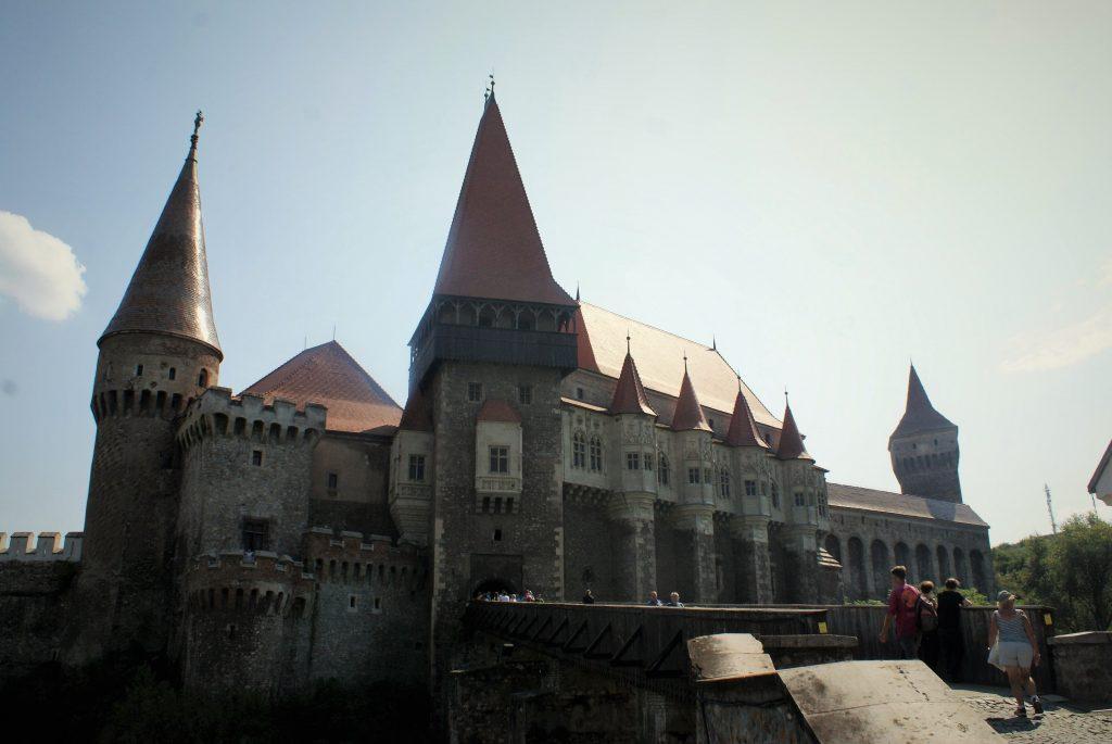 Zamak Hunedoara © According to Kristina