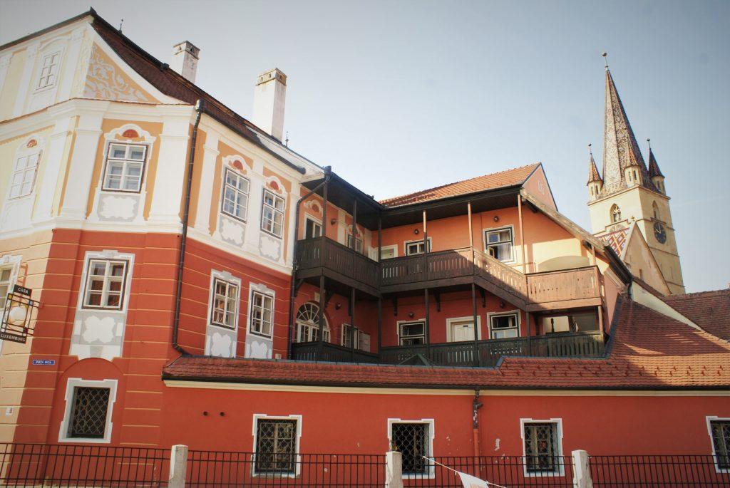 Zanimljiva arhitektura Sibinja © According to Kristina