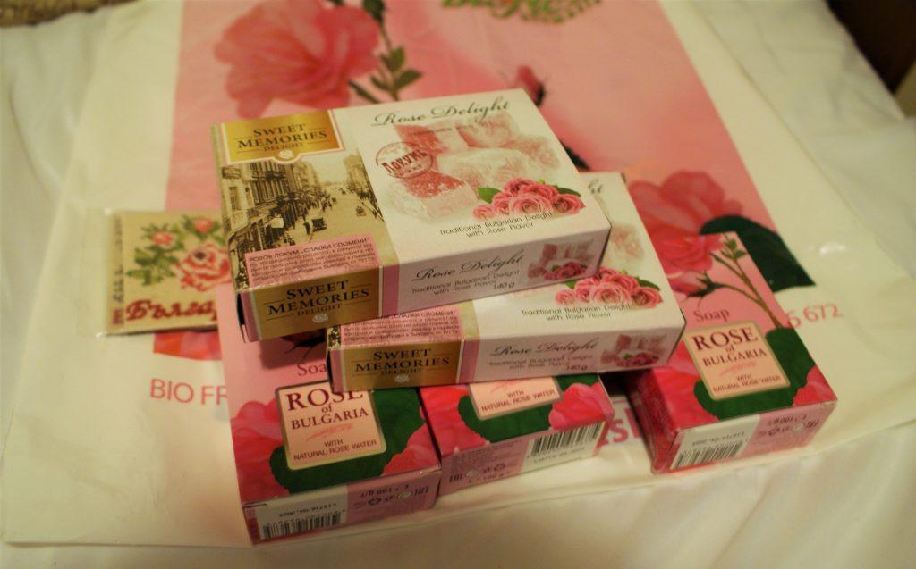Ratluk i kozmetika od ruže © According to Kristina