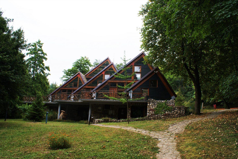 Ekološki dom u okviru Čačalice © According to Kristina