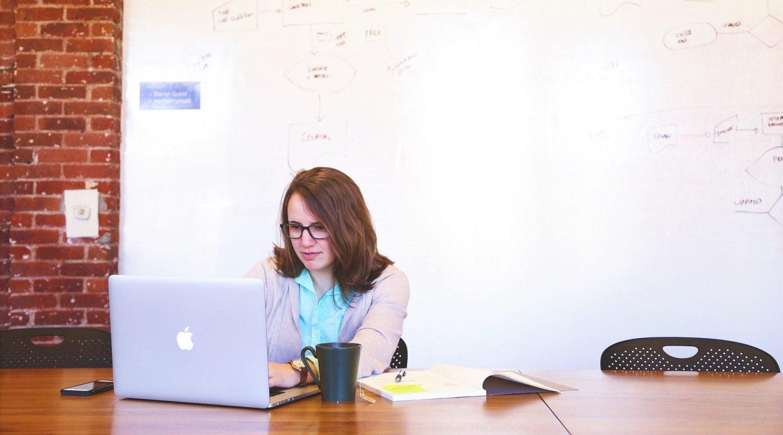 Ko treba da piše kompanijski blog