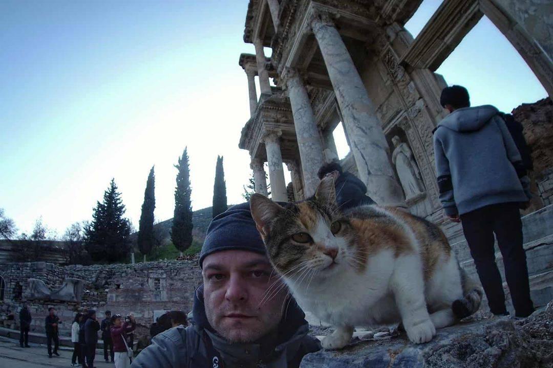 Sve mačke Efesa © Uroš Nedeljković